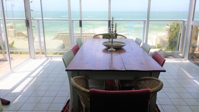 R3 900 000 Sunny cottage with excellent sea views