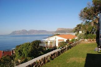 R3300000 Modern cottage with sea and harbour views.
