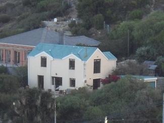 Kalk Bay  R2 600 000  Sunny, cottage-Sea view