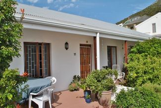 R2 095 000 Charming north facing cottage in the heart of the village reduced
