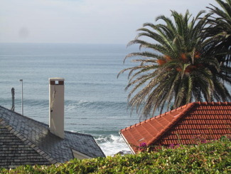 R 4 200 000 Quaint wood and Iron  cottage in quiet road with sea views.