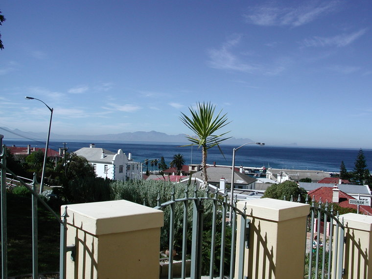 3  flats with seaviews and 3 garages in one house. R3 800 000 slashed to R3 300 000