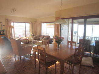 R6950000  cottage with 2 flats, 3 garages